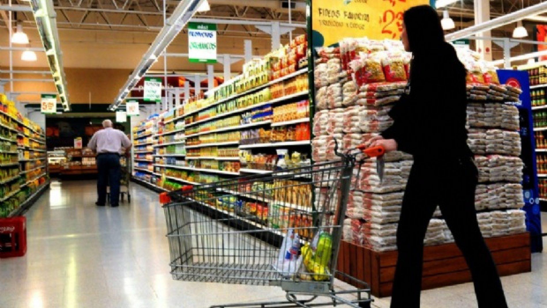 Comércio varejista cresce 0,9% de dezembro para janeiro