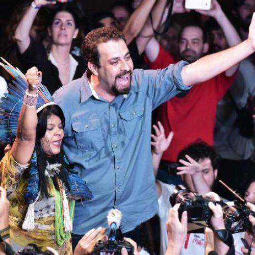 Com aval de Lula, Boulos se filia ao PSOL para disputar Planalto