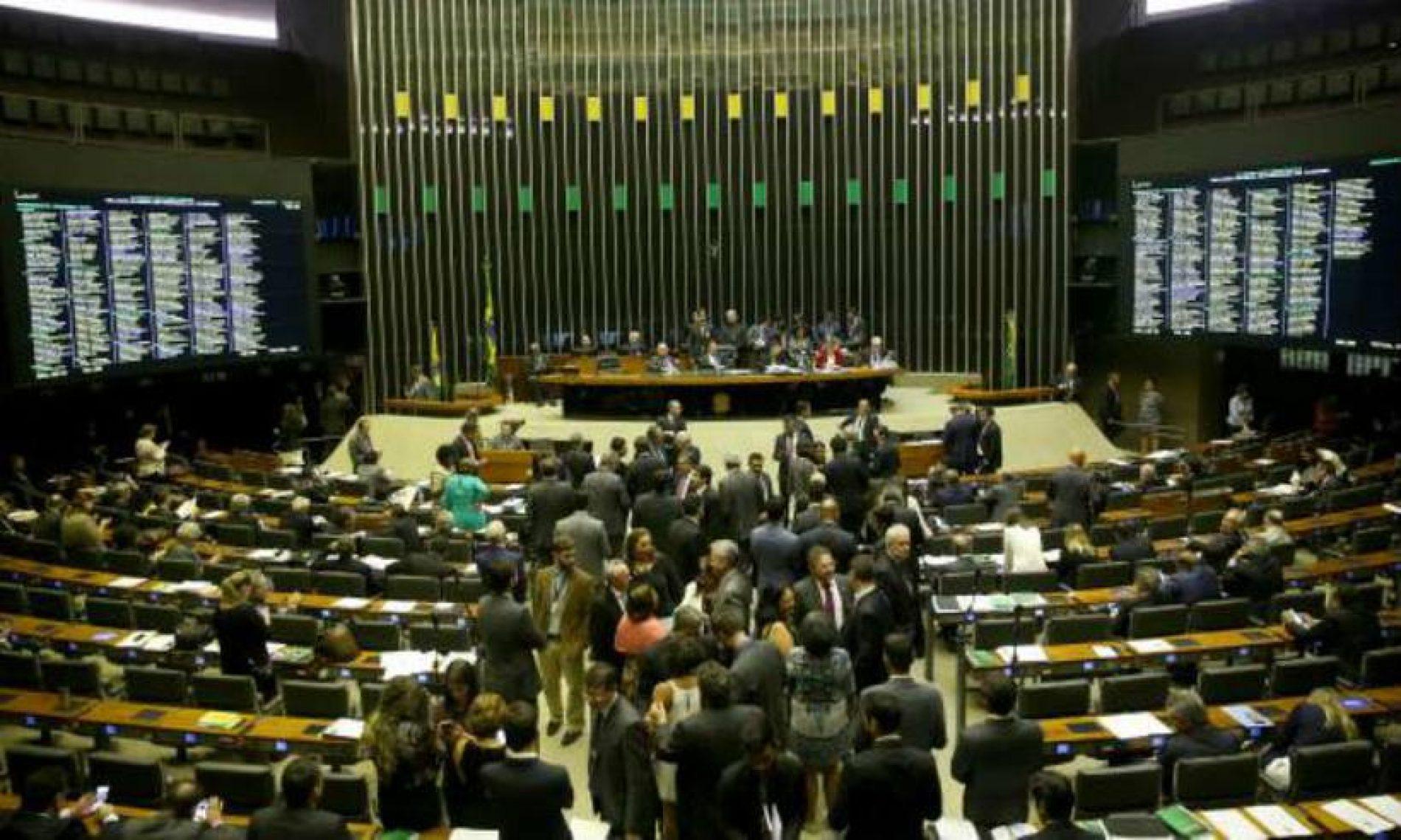 Com janela partidária, deputados começam a trocar de legenda sem sofrer punição