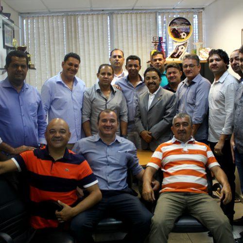 Roberto Carlos recebe comitiva de Ibipitanga e acompanha vereadores e prefeito à Seinfra