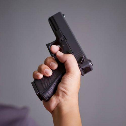 Garoto de 9 anos atira e mata irmã em briga por videogame