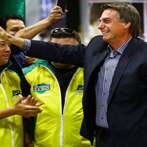Lula quis transformar o Brasil em galinheiro, agora colhe os ovos, diz Bolsonaro