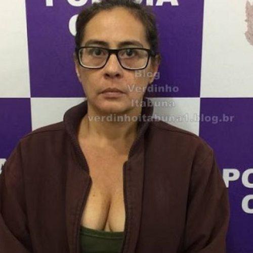 Mulher acusada de tráfico de drogas é presa dentro de casa em Itabuna