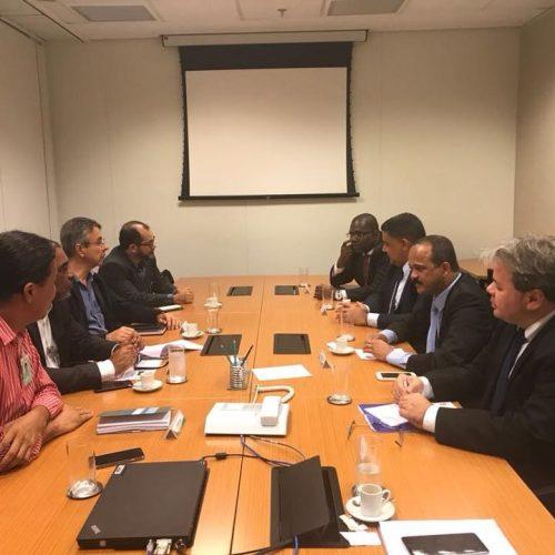 Prefeito de Camaçari vai ao Rio discutir com a Petrobras adiamento de fechamento de fábrica