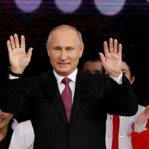 Putin vota nas eleições presidenciais