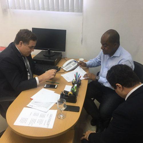 Samuel Júnior assina e oposição alcança número para instalação da CPI da Fonte Nova na ALBA