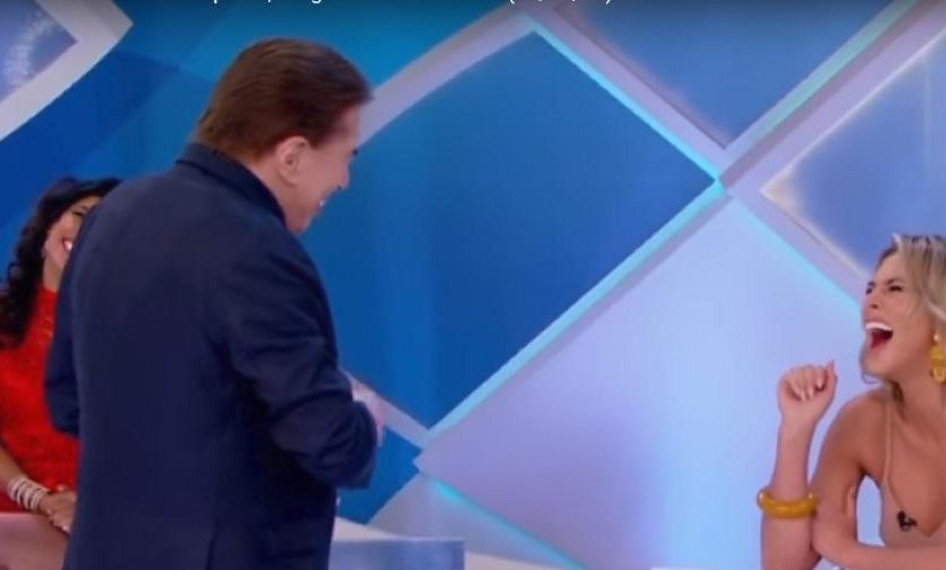 Silvio Santos diz que já fez sexo em banheiro de avião