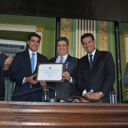 Gercino Coelho é homenageado com a Medalha Thomé de Souza