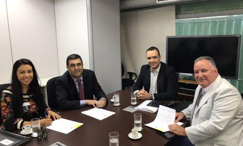 Ronaldo Carletto participa da assinatura do termo de compromisso para instalação do curso de Medicina em Porto Seguro