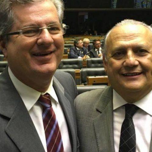 Ao lado de superintendente do Sebrae, Jutahy comemora derrubada do veto do Refis
