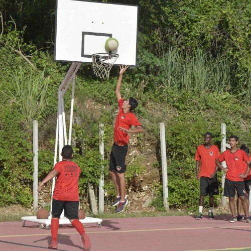 Salvador: Convênio já beneficiou 2 mil jovens com cursos esportivos gratuitos