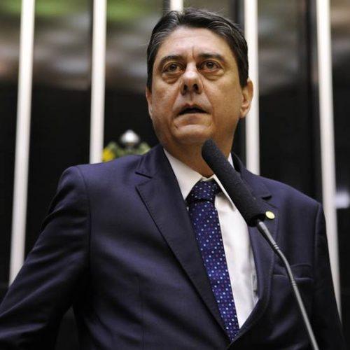 """Deputado do PT ataca ministros e diz que Supremo """"tem de fechar"""""""