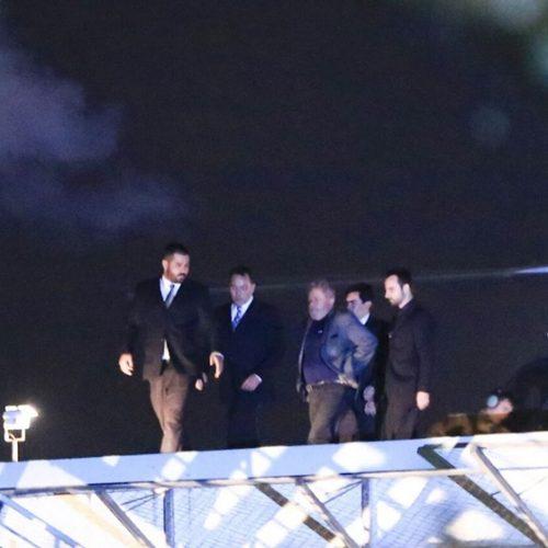 """Em voo para prisão, Lula é chamado de """"lixo"""". FAB confirma áudio. Ouça"""