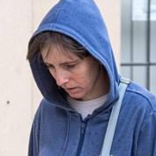 Filha é presa após deixar mãe morrer coberta de fezes e urina