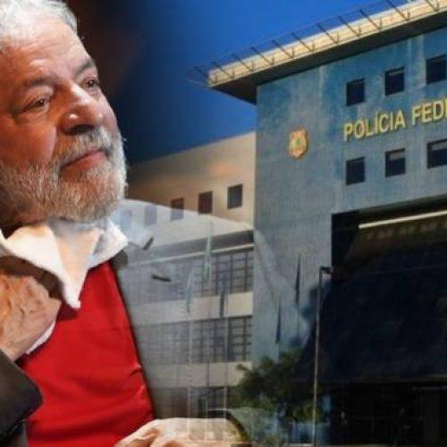 Juíza veta entrada de deputados da Comissão de Direitos Humanos na cela de Lula