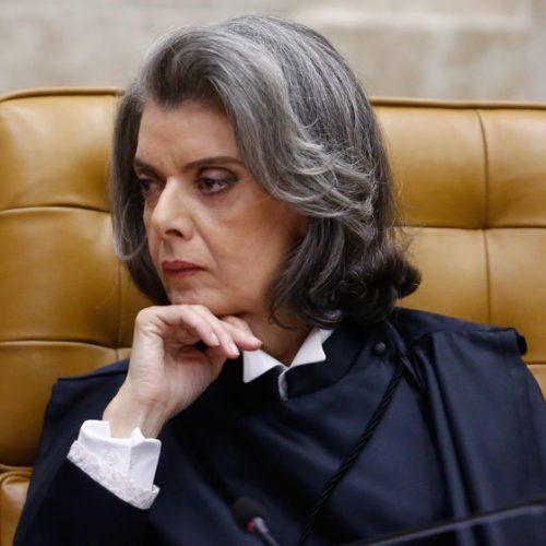 'A democracia é o único caminho legítimo', diz Cármen Lúcia
