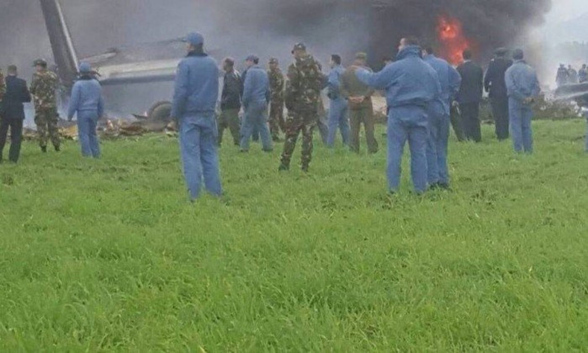 Queda de avião militar na Argélia deixa mais de 100 mortos