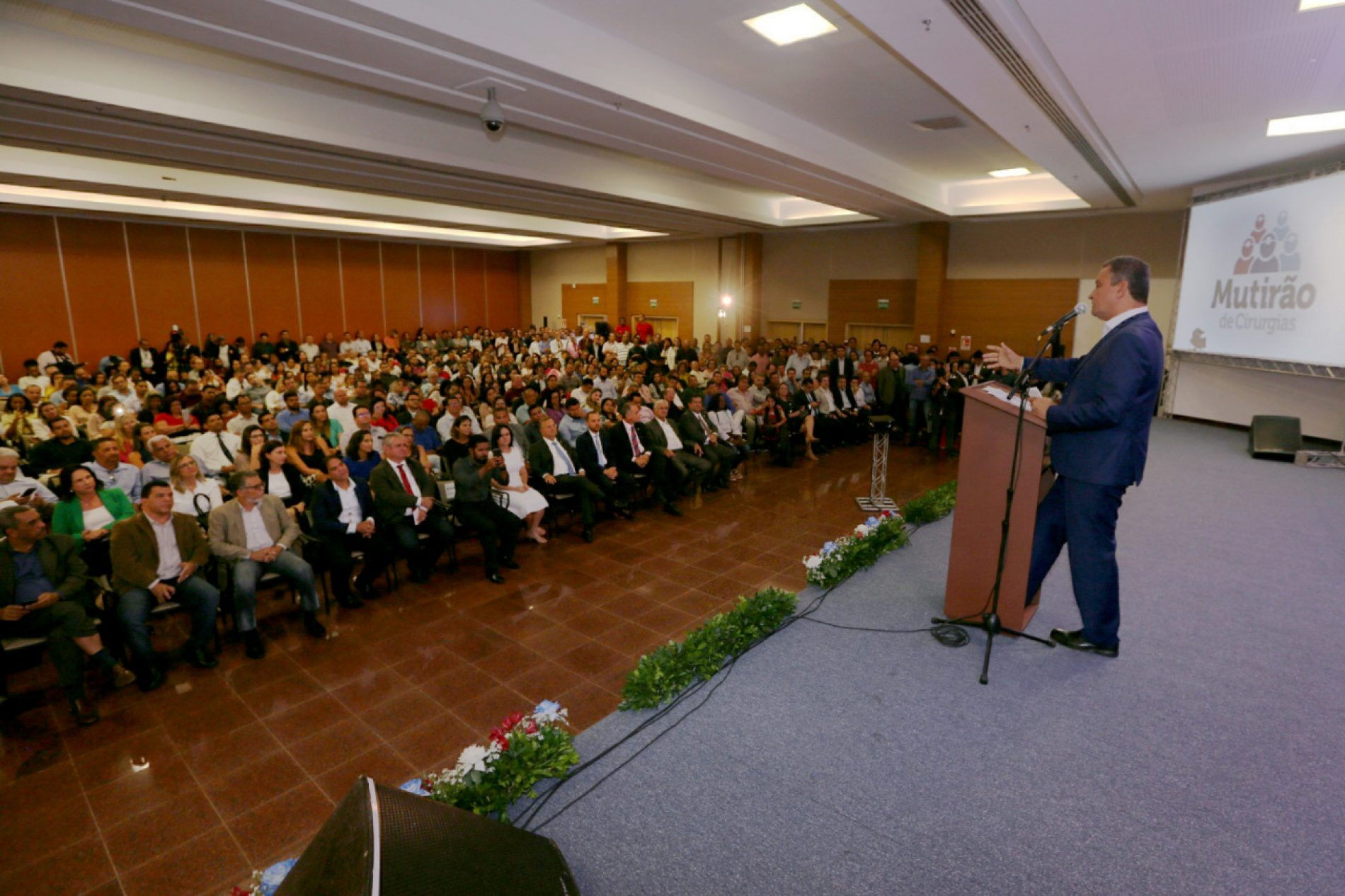 Rui reúne mais de 100 prefeitos no lançamento do Mutirão de Cirurgias