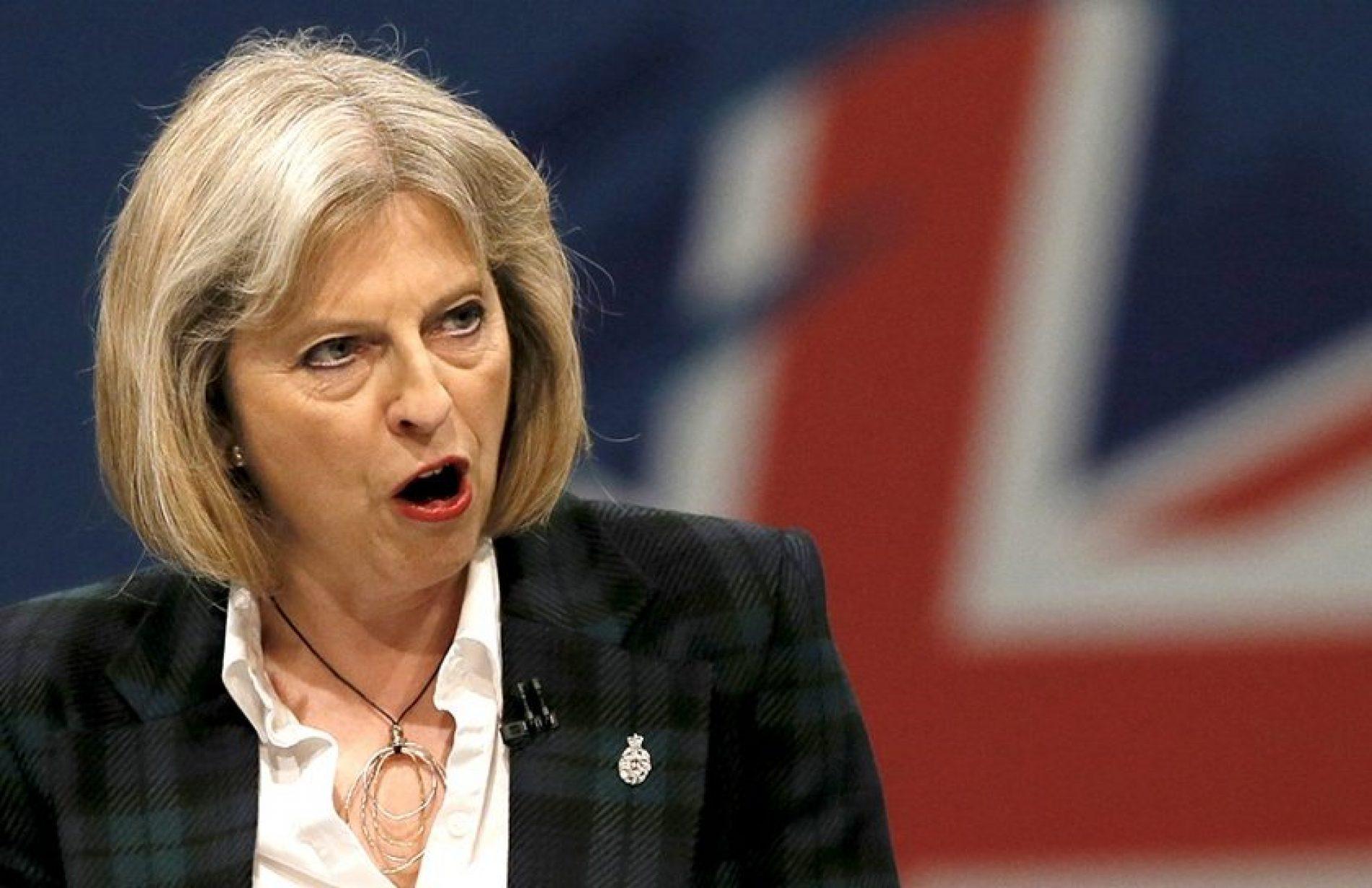 """Theresa May condena """"ataque bárbaro"""" com armas químicas na Síria"""