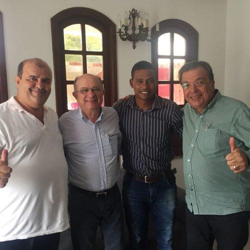 Zé Ronaldo diz que modelo de saúde de Rui Costa maltrata o povo baiano