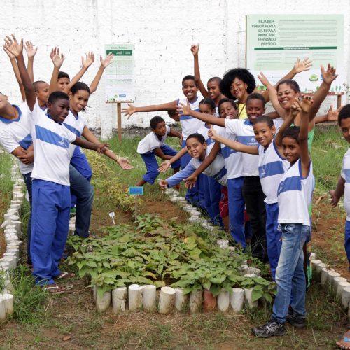 Horta proporciona alimentação saudável para alunos de Paripe