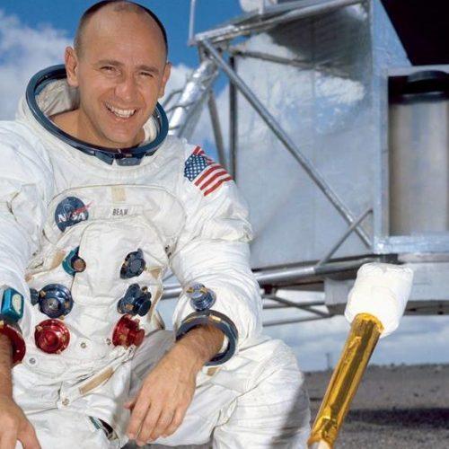 Alan Bean, quarto homem a pisar na Lua, morre aos 86 anos