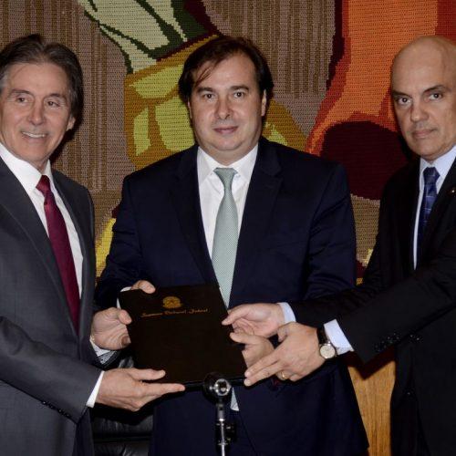 Alexandre de Moraes entrega ao Congresso propostas para combater crime