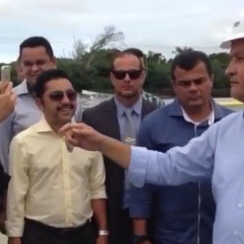 Ao lado de Rui, Roberto Carlos leva obras para Vera Cruz