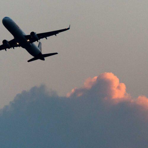 Avião cai com 104 passageiros logo após decolagem em Havana, Cuba