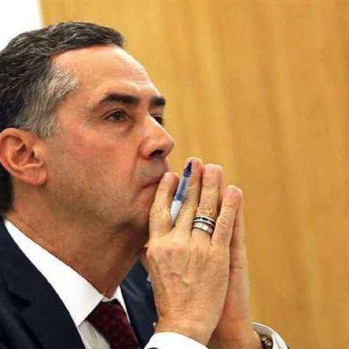 Barroso pede vista em julgamento sobre bloqueio de bens de Aécio