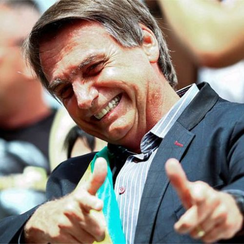 'Vou continuar atirando, mas com silenciador', afirma Bolsonaro
