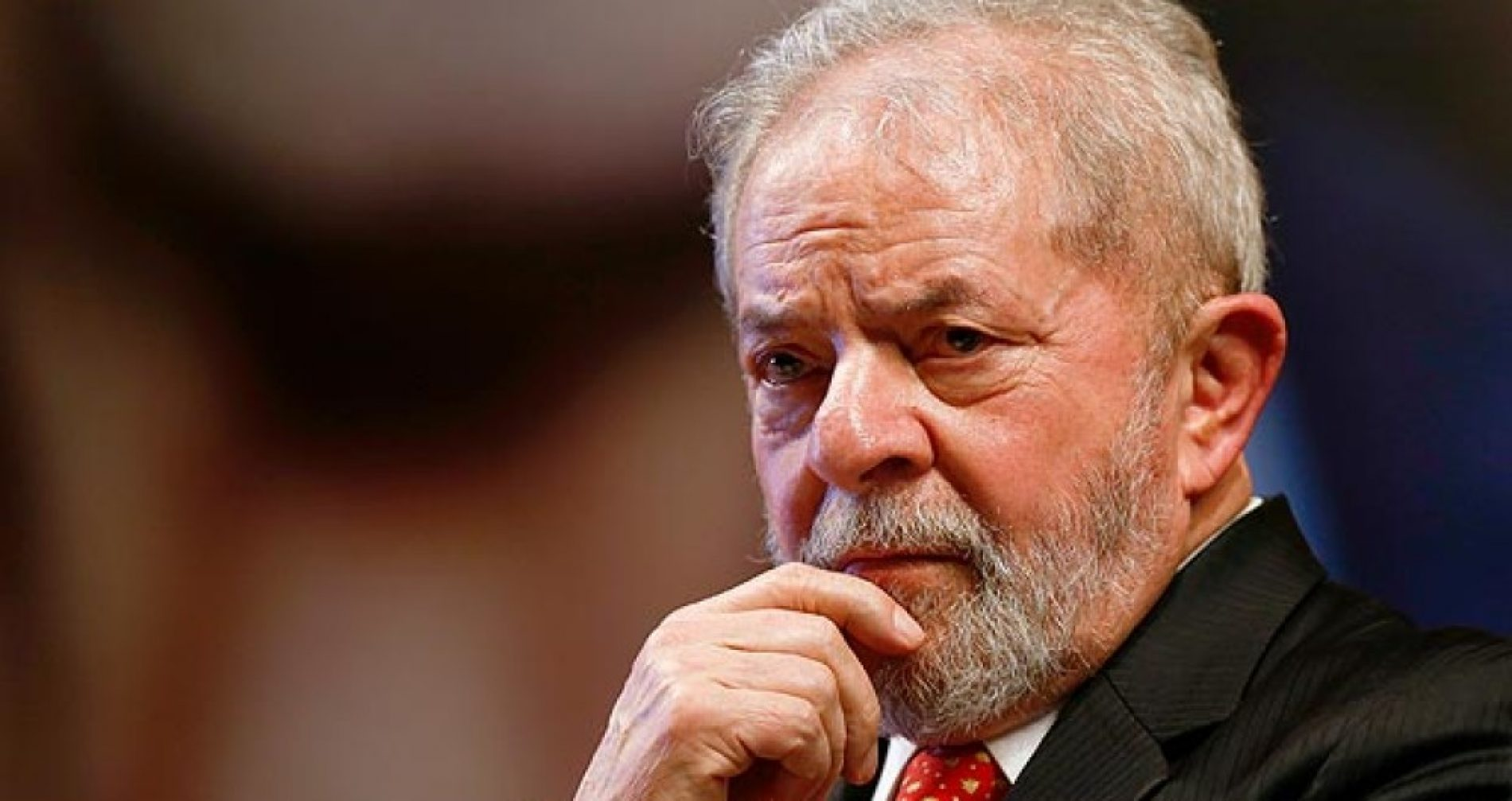 """Da cadeia, Lula afirma: """"eu sou candidato a presidente de novo"""""""