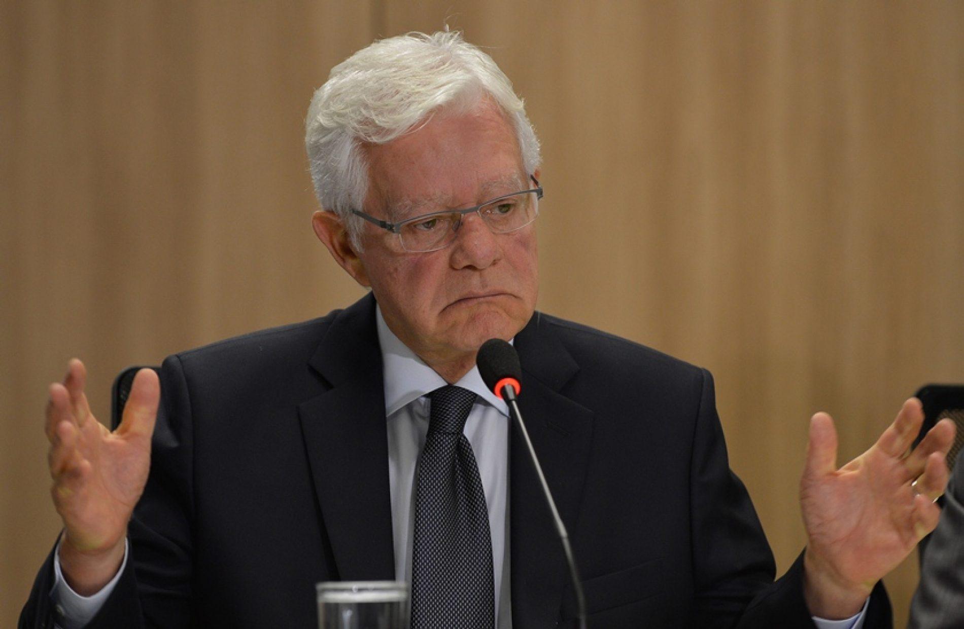 Governo estuda transição para fim da subvenção ao diesel, diz ministro