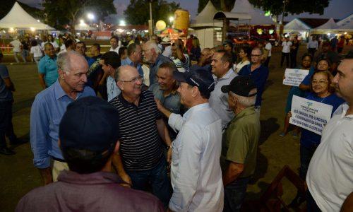 Itapetinga: José Ronaldo visita Feira Agropecuária e recebe apoio de lideranças