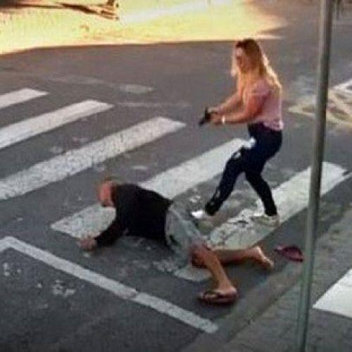 VÍDEO. Mãe PM reage a assalto e mata ladrão armado em frente a escola da filha