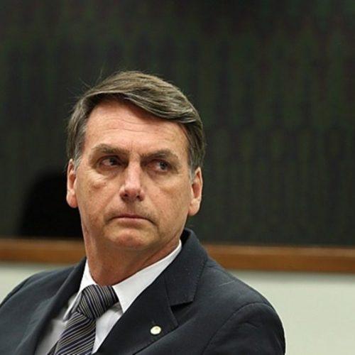 Sem PR, Bolsonaro avalia militar de vice