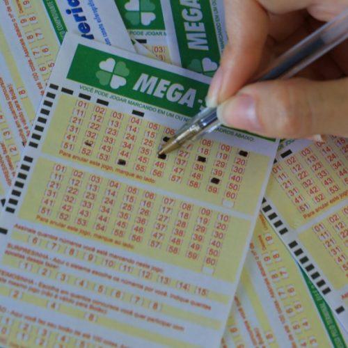 Mega-Sena acumula e vai pagar R$ 50 milhões. Confira dezenas sorteadas