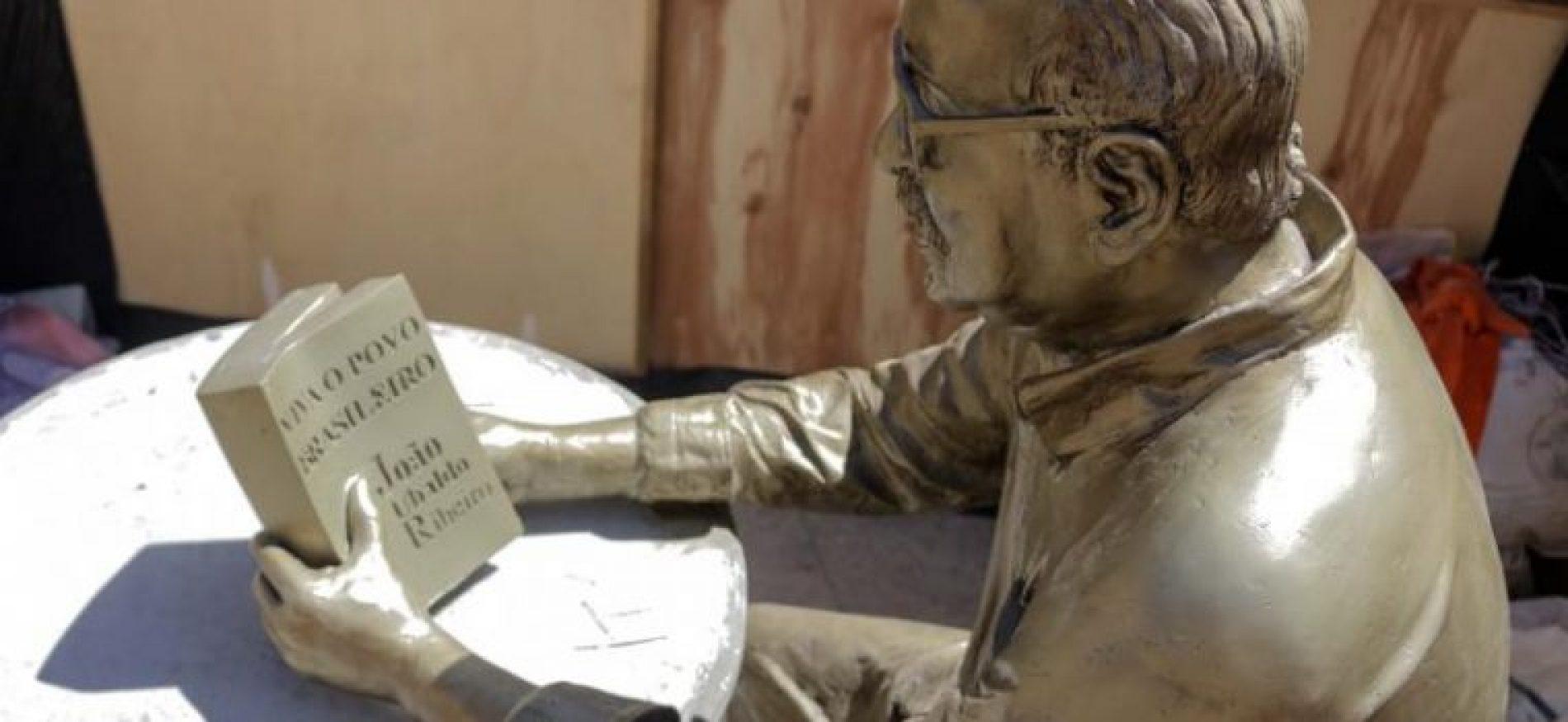 Pituba ganha estátua de João Ubaldo e nova Praça Wilson Lins nesta sexta