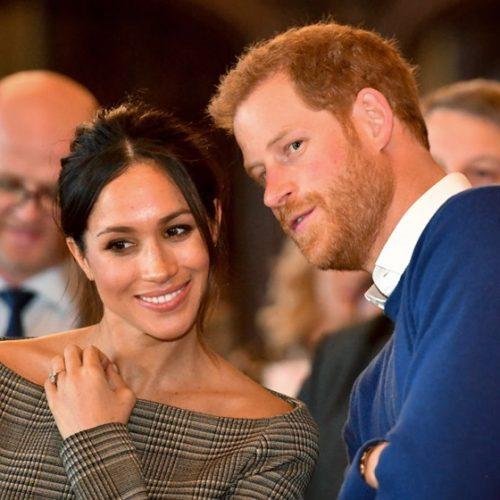 Rainha Elizabeth II assina autorização do casamento de Harry e Meghan