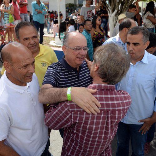 José Ronaldo é recebido por lideranças políticas em Poções e acompanha Festa do Divino