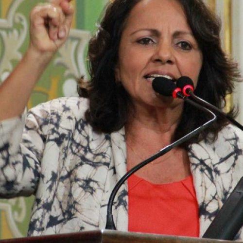 Aladilce critica projeto do Executivo que altera regime dos servidores