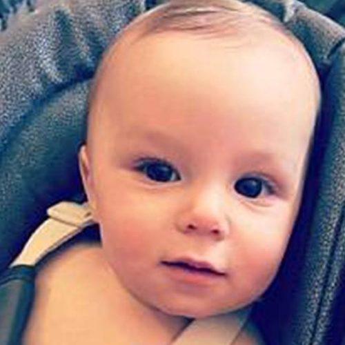 Bebê de 1 ano morre após ser esmagado em porta automática