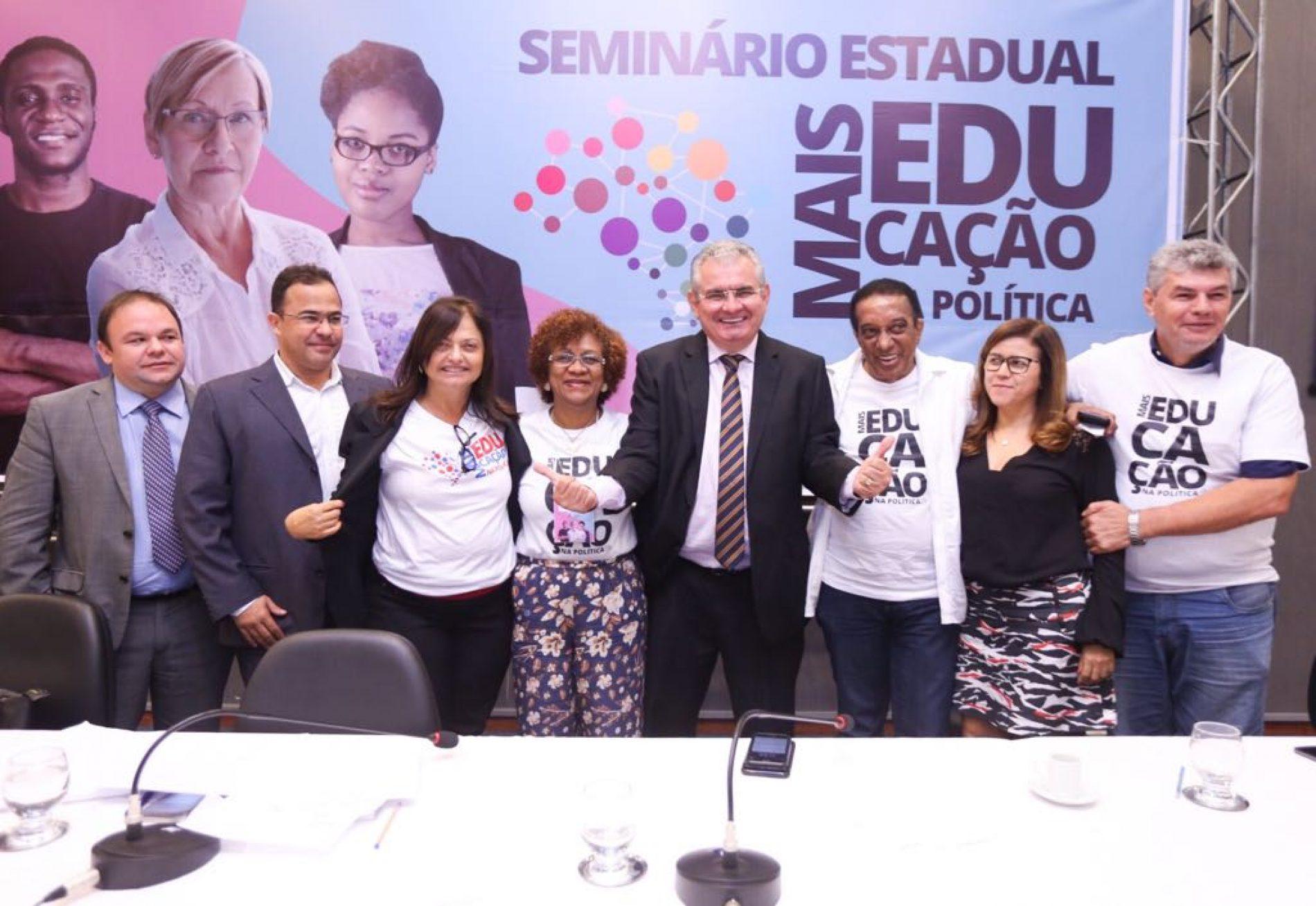 'Coronel tem um discurso afinado com a agenda dos professores', diz Alice Portugal