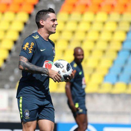 Danilo se lesiona e Fágner o substitui contra a Costa Rica