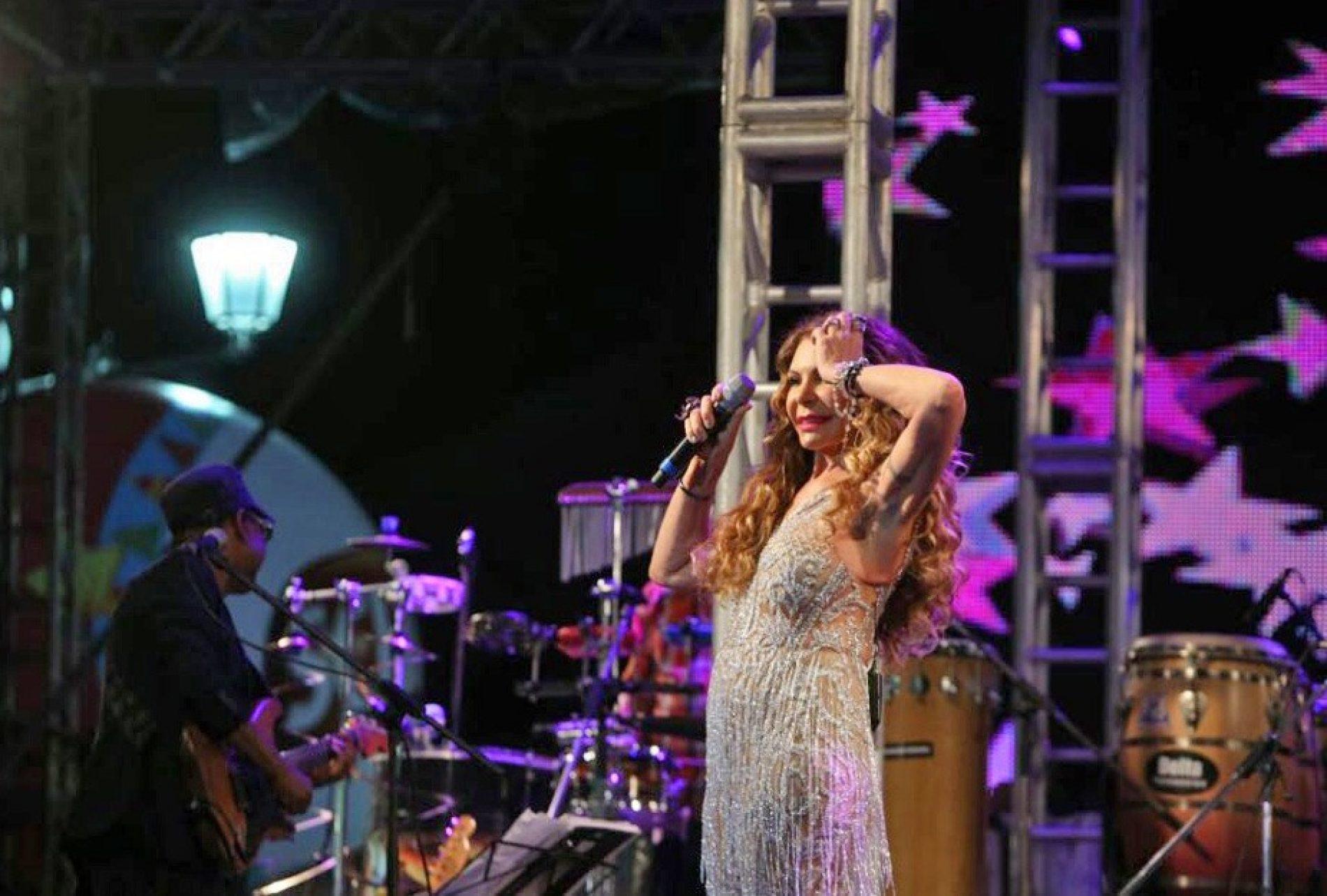Elba Ramalho levanta público com grandes sucessos do forró no Pelourinho