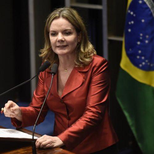 Gleisi diz que Lula deu aval ao PT para definir vice