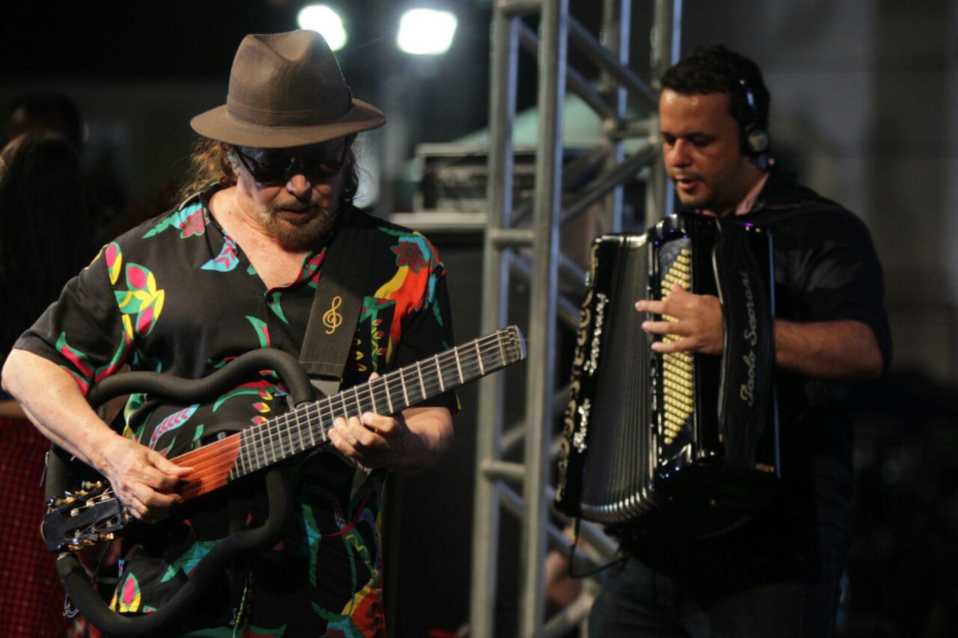 Geraldo Azevedo lota Terreiro de Jesus com grandes sucessos da música nordestina
