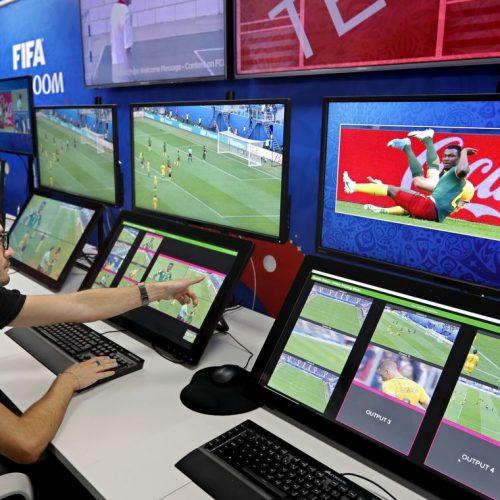 Seleção brasileira recebe instruções sobre arbitragem por vídeo