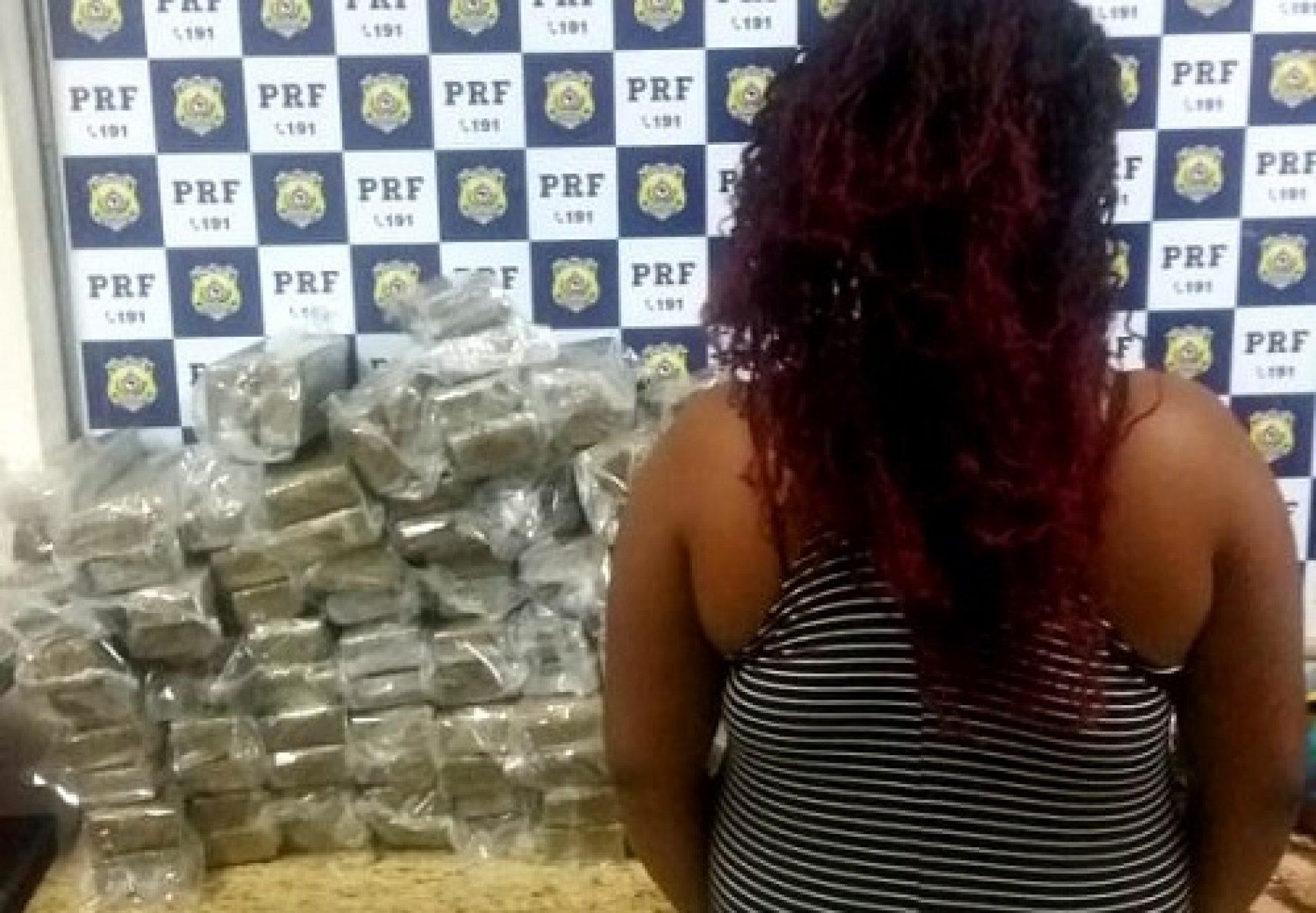 Conquista: Mulher é presa dentro de ônibus com 68 kg de maconha escondidos em malas