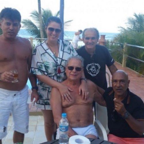 Após deixar prisão, José Dirceu relaxa em casa de amigo em Ilhéus